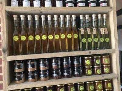 Vlierbessen siroop in een fles
