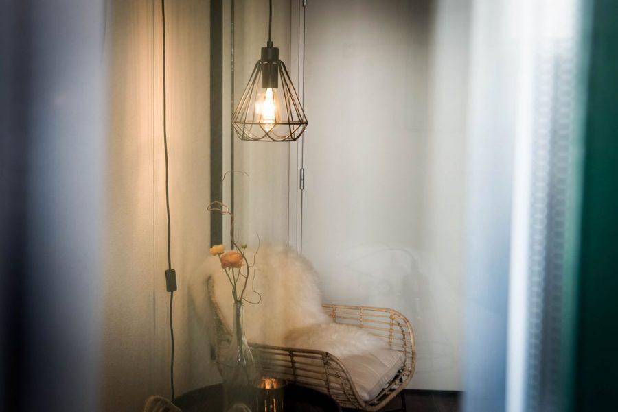 Knusse stoel in een kamer