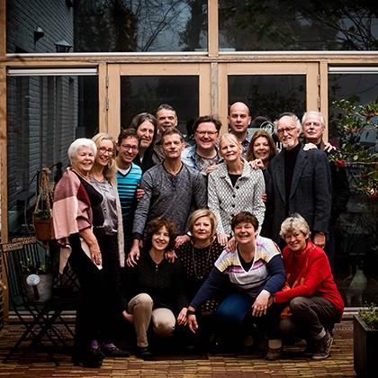 Groepsfoto met een groep gasten