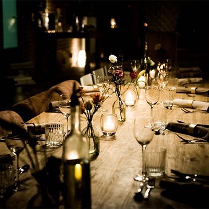 Een fraai gedekte tafel